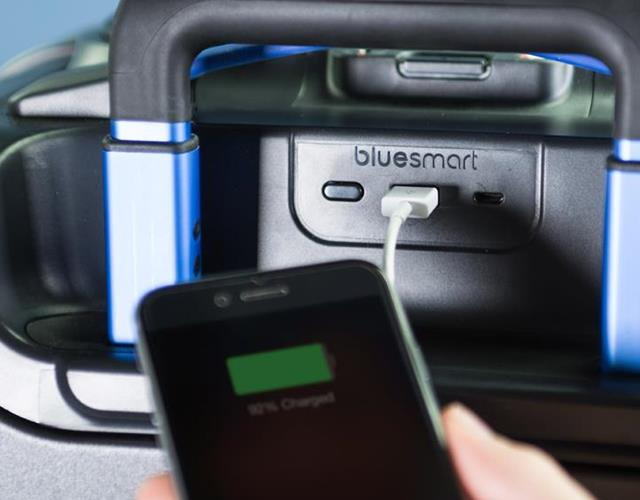 Suitcase phone charge bluesmart ()