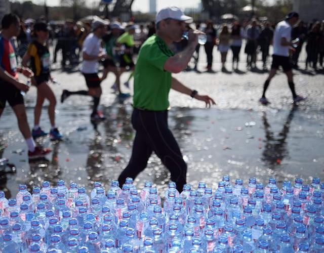 Marathon runner drinking ()