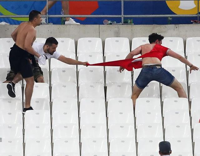 Fan violence in Stade Velodrome Marseille ()