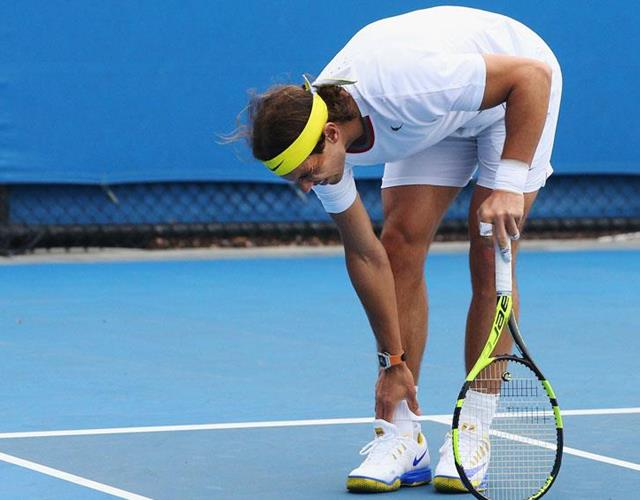 Rafael Nadal holds ankle in pain (Getty)