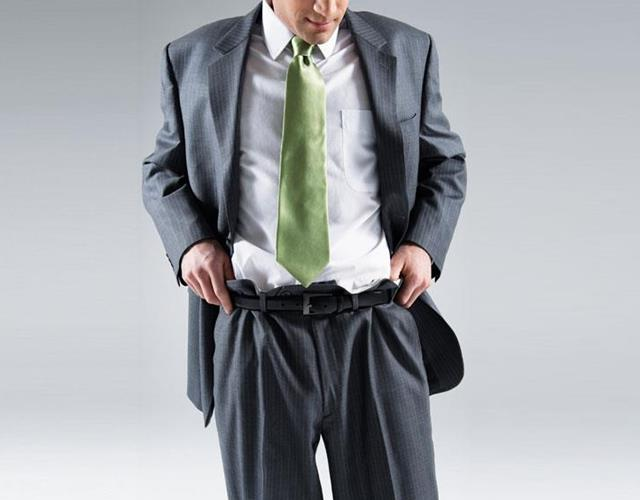 Man in baggy ill-fitting suit (123RF)