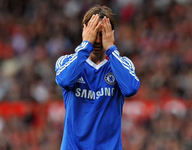 Fernando Torres head in hands for Chelsea ()