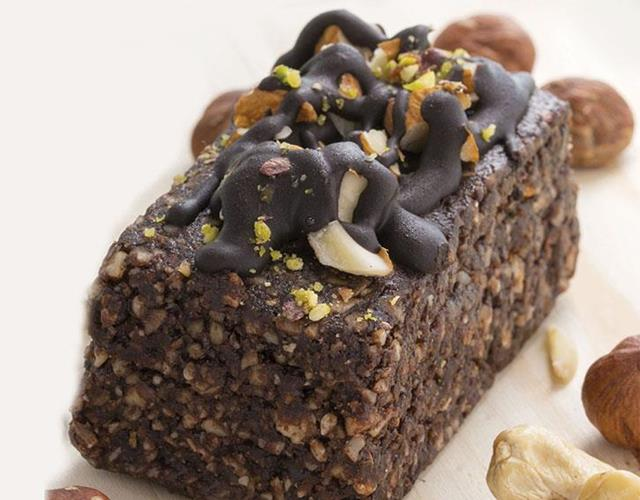 Coconut and chocolate protein bar ()