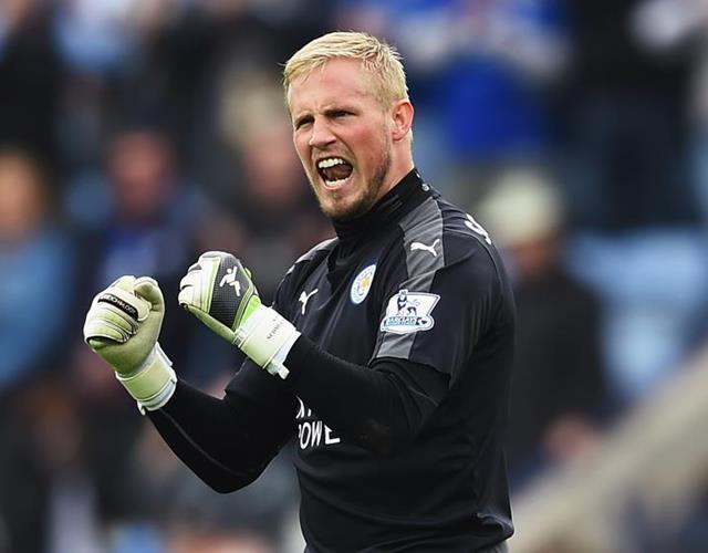 Kasper Schmeichel celebrates for Leicester City FC ()