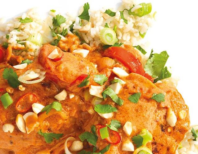 Spicy chicken and peanut curry ()