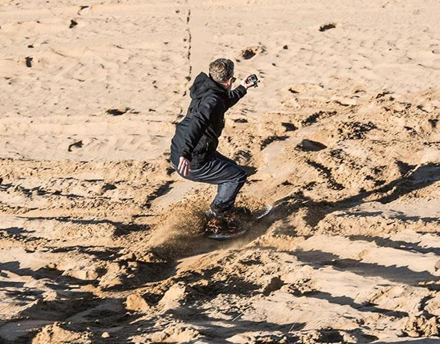 FS magazine tries sandboarding in Saunton Beach North Devon ()