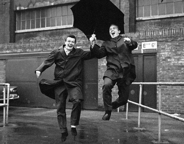Bobby Moore and Johnny Byrne signing in the rain ()
