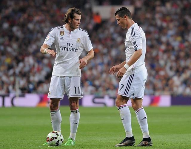 Ronaldo and Bale prepare free kick for Real Madrid (Getty)