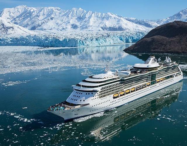Royal Caribbean Radiance of the Seas cruise ship at the Hubbard Glacier ()