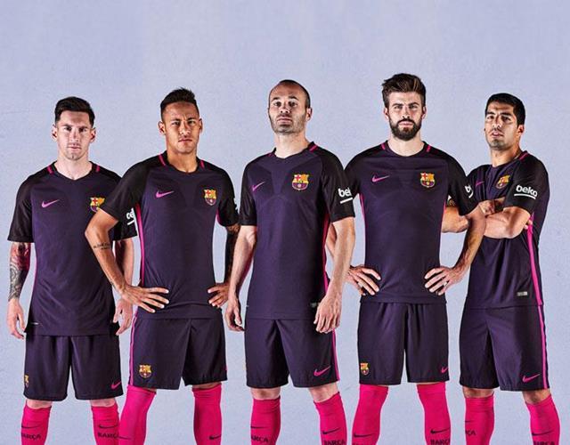 Barcelona away kit 2016-2017 ()