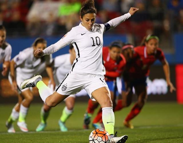 Carli LLoyd scores a penalty in the CONCAF against Costa Rica (Getty Images)