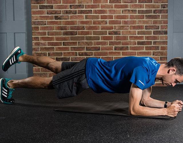 Split-leg plank ()