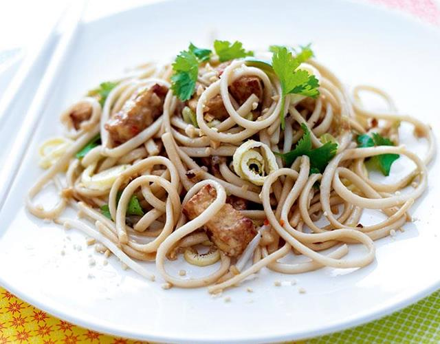 Chicken peanut stir fry recipe ()