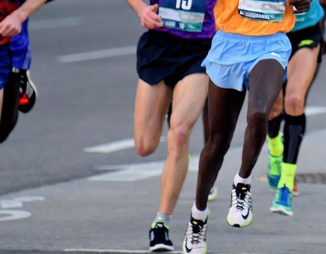 Marathon runners' legs (Getty)