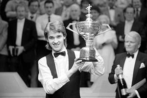 Stephen Hendry lifts trophy at 1990 Embassy World Snooker Championship ()