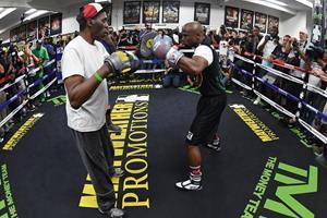 Floyd Mayweather training ()