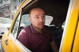 Karl Pilkington in a taxi ()