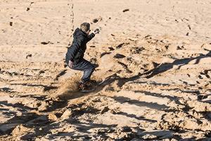 FS magazine tries sandboarding in Saunton Beach North Devon ()