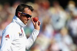 Graeme Swann ready to bowl ()