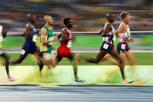 Mo Farah running ()