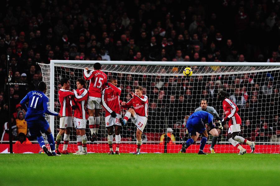 Drogba free kick Chelsea vs. Arsenal ()