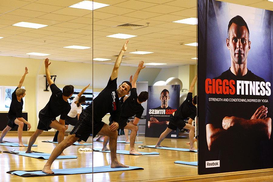 Ryan Giggs Yoga ()