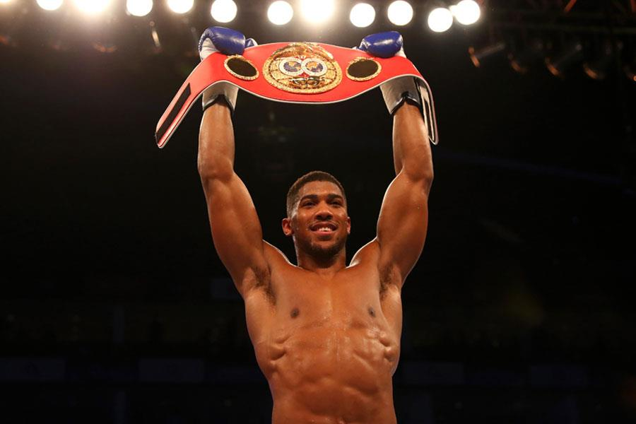 Anthony Joshua wins heavyweight title against Charles Martin ()