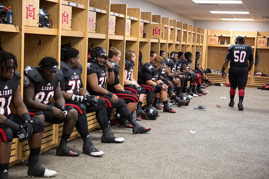Last Chance U locker room ()