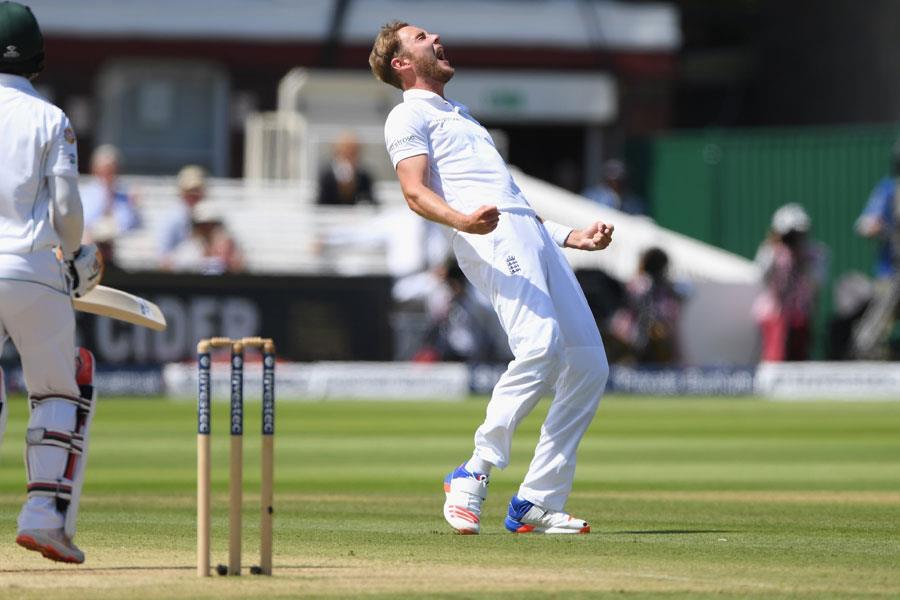 Stuart Broad celebrating England ()