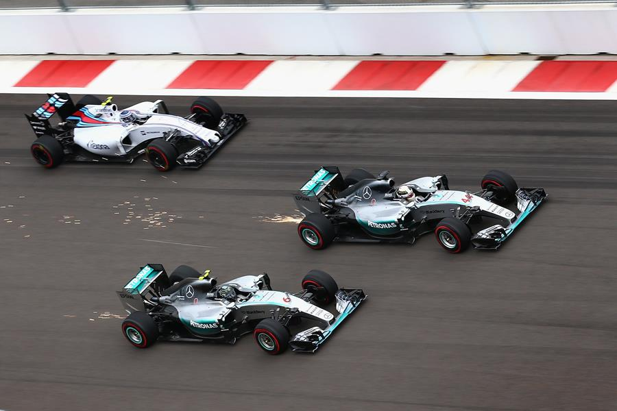 Mercedes overtaking at Sochi Street Circuit in Russia ()