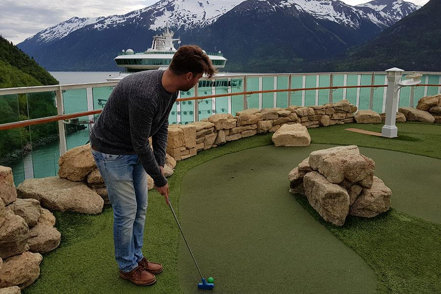 Mini golf on the Radiance of the Seas cruise ship ()