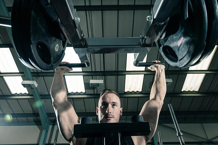 Plate-loaded viking press Ben Rowe for FS magazine ()