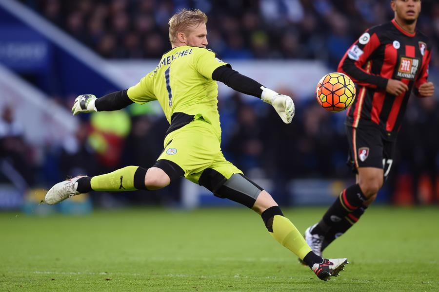 Kasper Schmeichel taking a goal kick for Leicester City FC ()