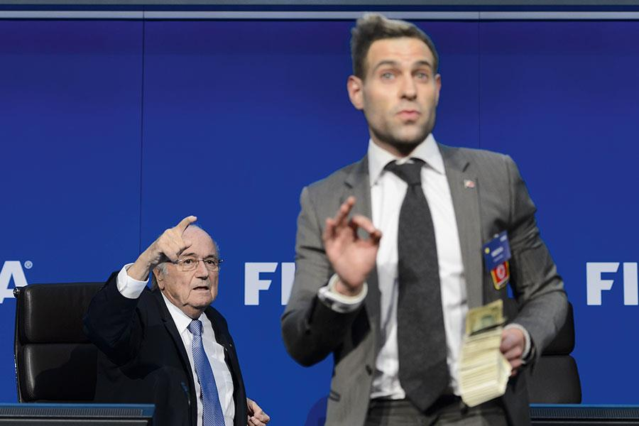 Simon Brodkin aka Lee Nelson with Sepp Blatter  ()