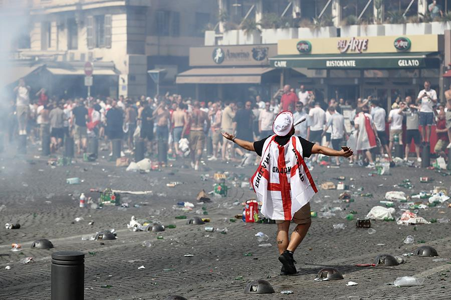 Euro 2016 england fans mess ()