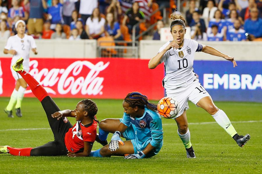 Carli LLoyd beats Trinidad and Tobago keeper at the 2016 CONCAF (Getty Images)
