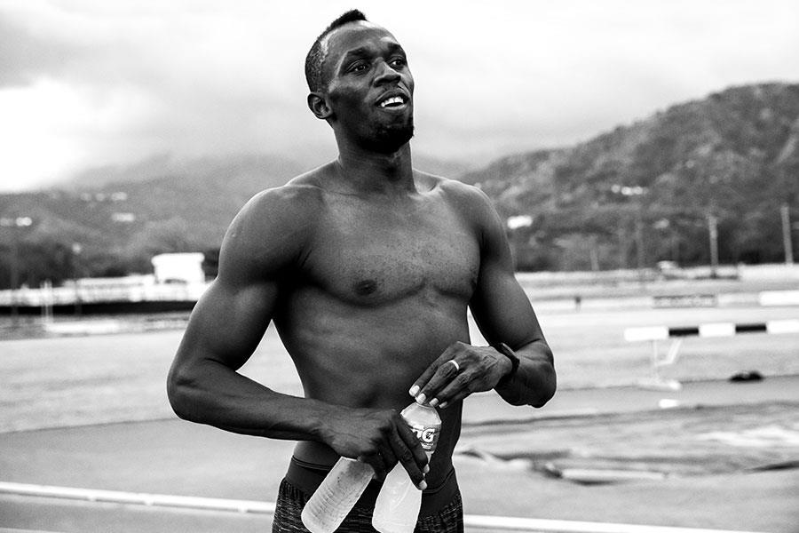 Usain Bolt topless with drinks ()
