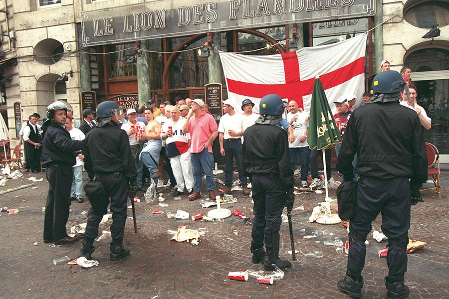 English fans trouble in France ()