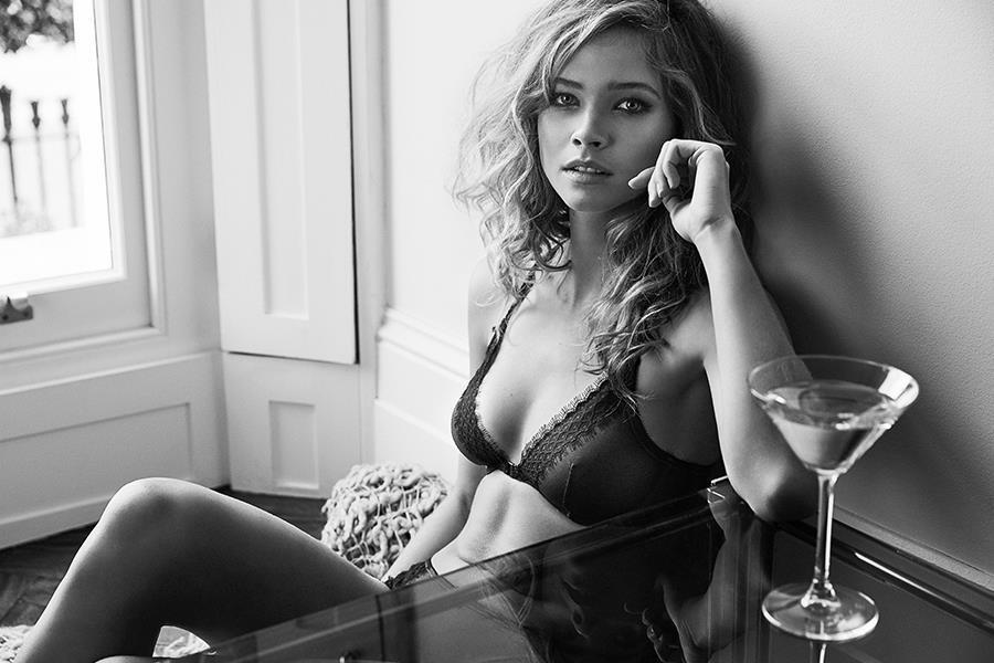 Lingerie model valentines shoot for FS magazine ()