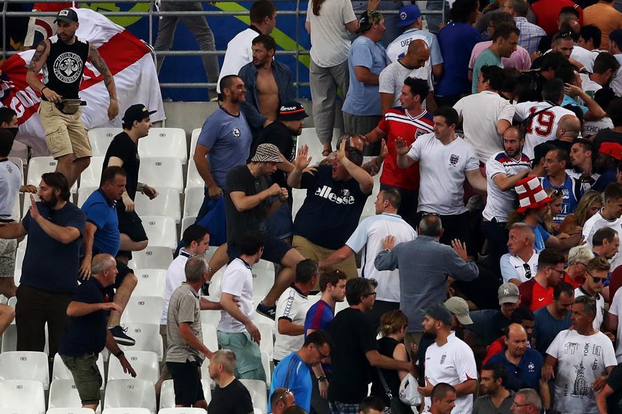 Euro 2016 fan violence stade velodrome ()