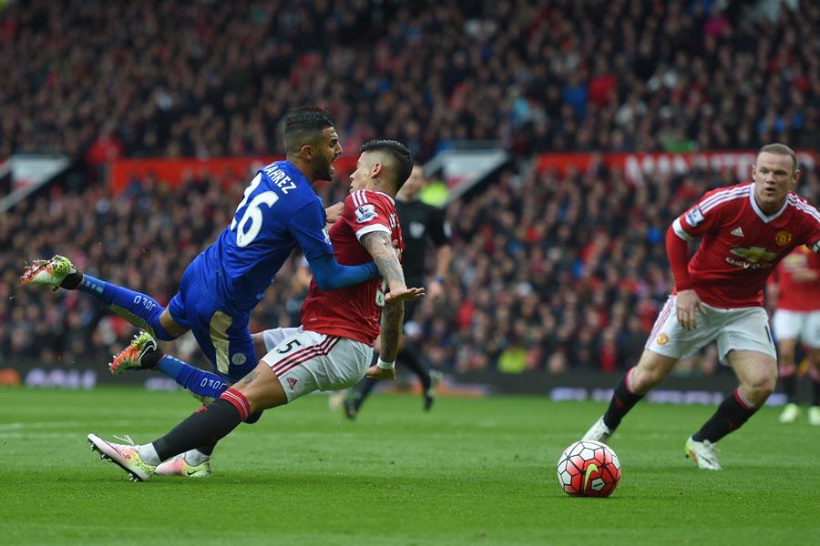Rojo fouls Mahrez ()