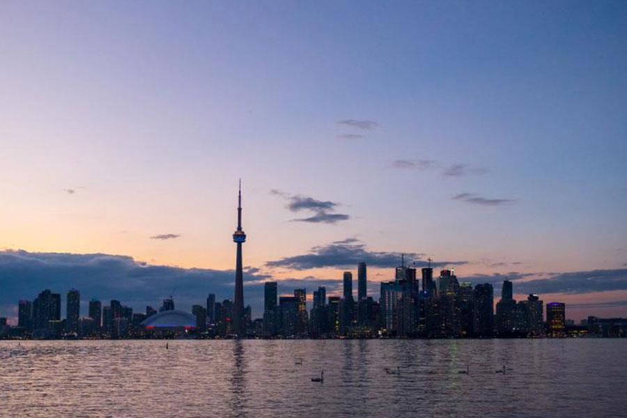 Toronto skyline in the evening ()