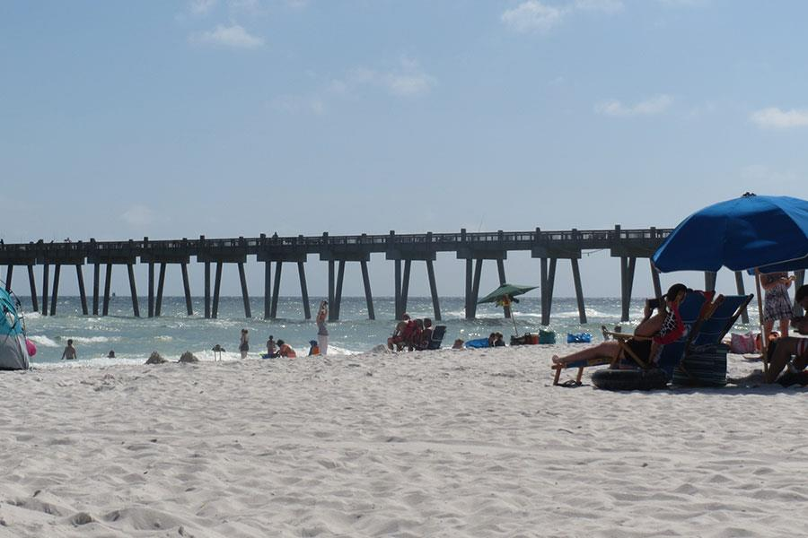 Beach with umbrellas and pier in Southern states of America (Seren Rumjancevs)