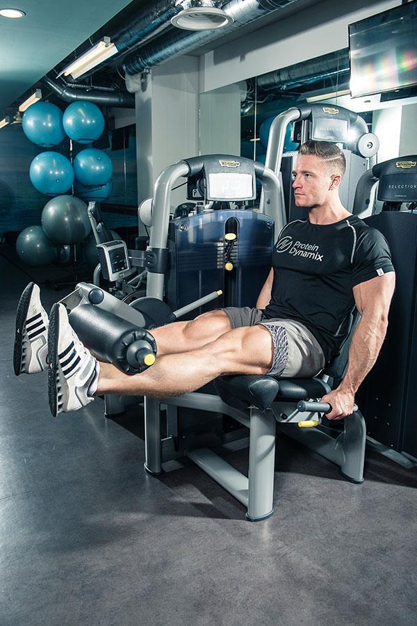 Alex Davies leg extension leg workout for FS Magazine ()