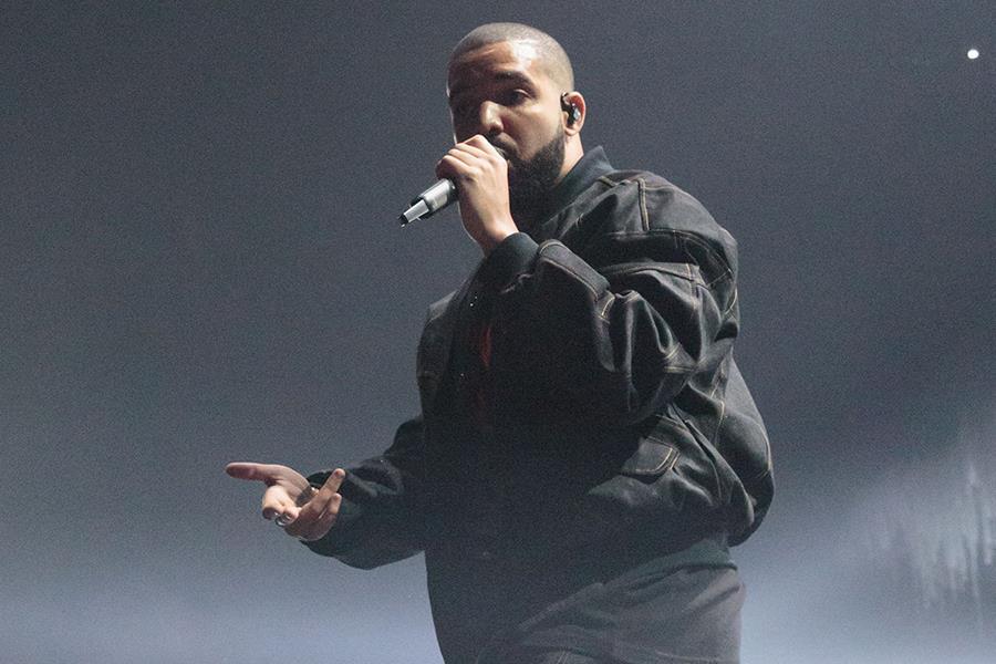 Drake on stage ()
