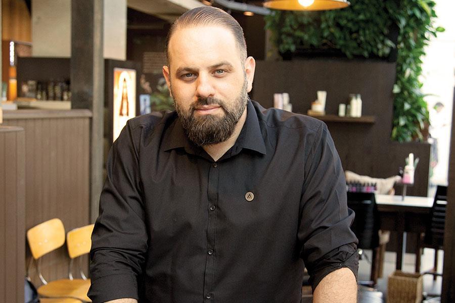 Stel Nicolou Aveda master barber ()
