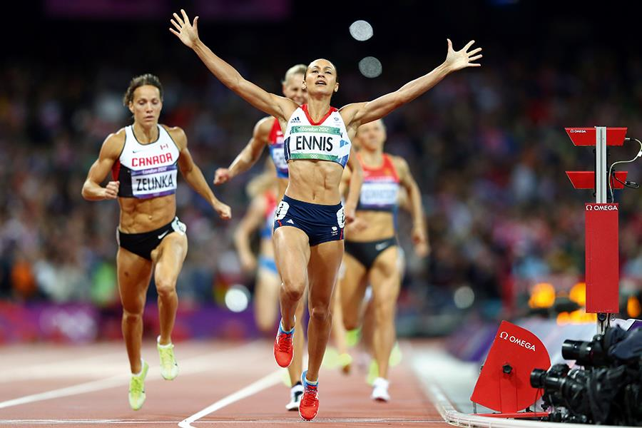 Jessica Ennis-Hill crossing finishing line ()