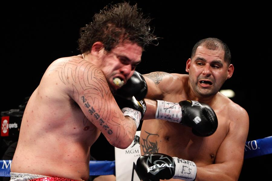 Eric Molina vs. Zumbano Love ()